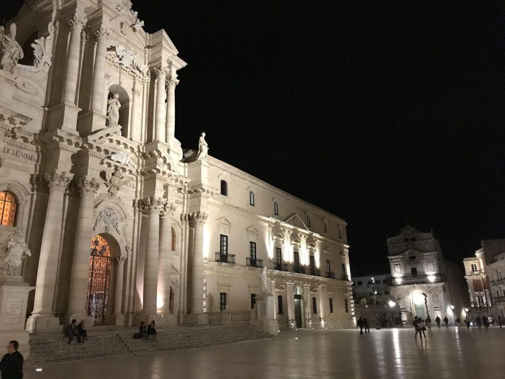Ortigia Piazza duomo 2