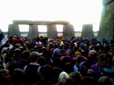 la folla a stonehenge