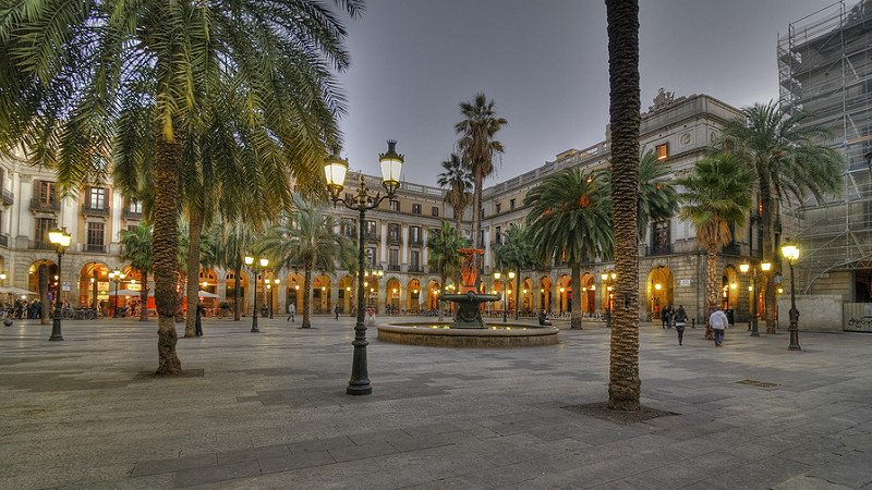 Plaça Reial al tramonto