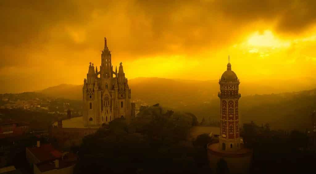 Il cielo in fiamme su Tibidabo