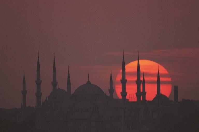Panoramica al tramonto sulle mosche di Istanbul
