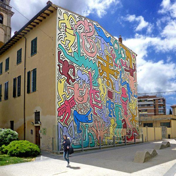 Il murales Tuttomondo realizzato da K. Haring a Pisa