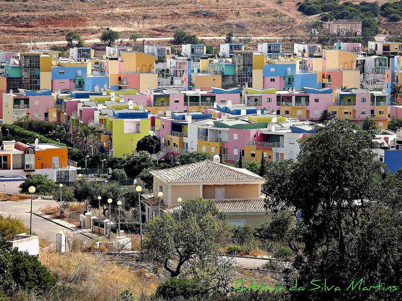 Le coloratissime case di Albufeira