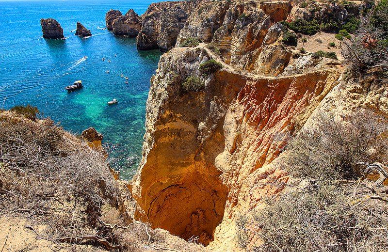 Le ripide scogliere dell'Algarve