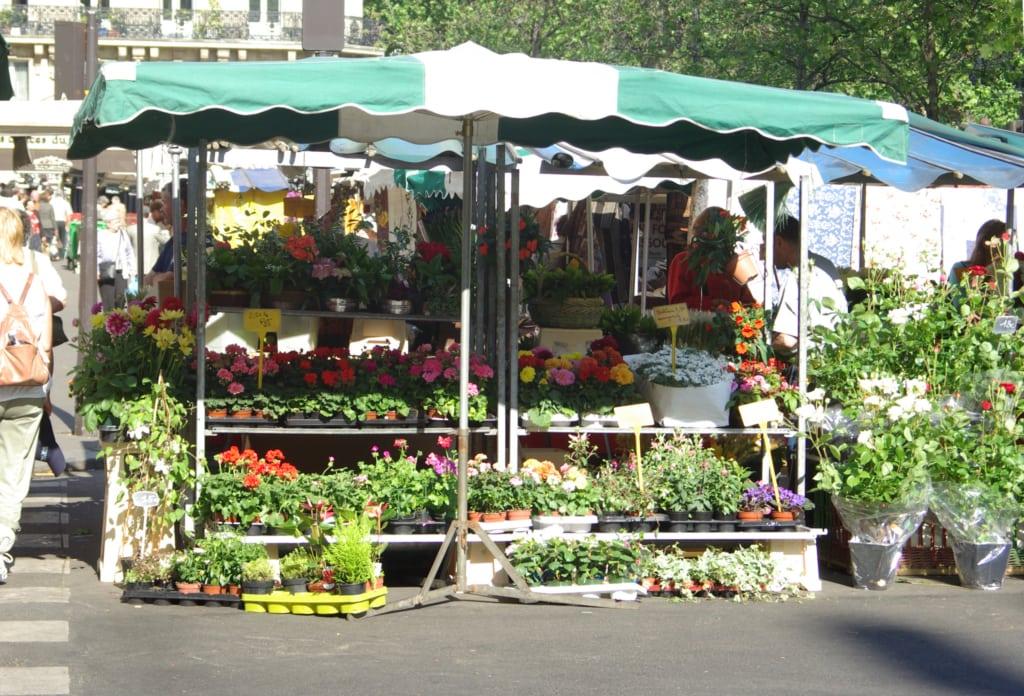 Mercato settimanale di Place AMubert a Parigi