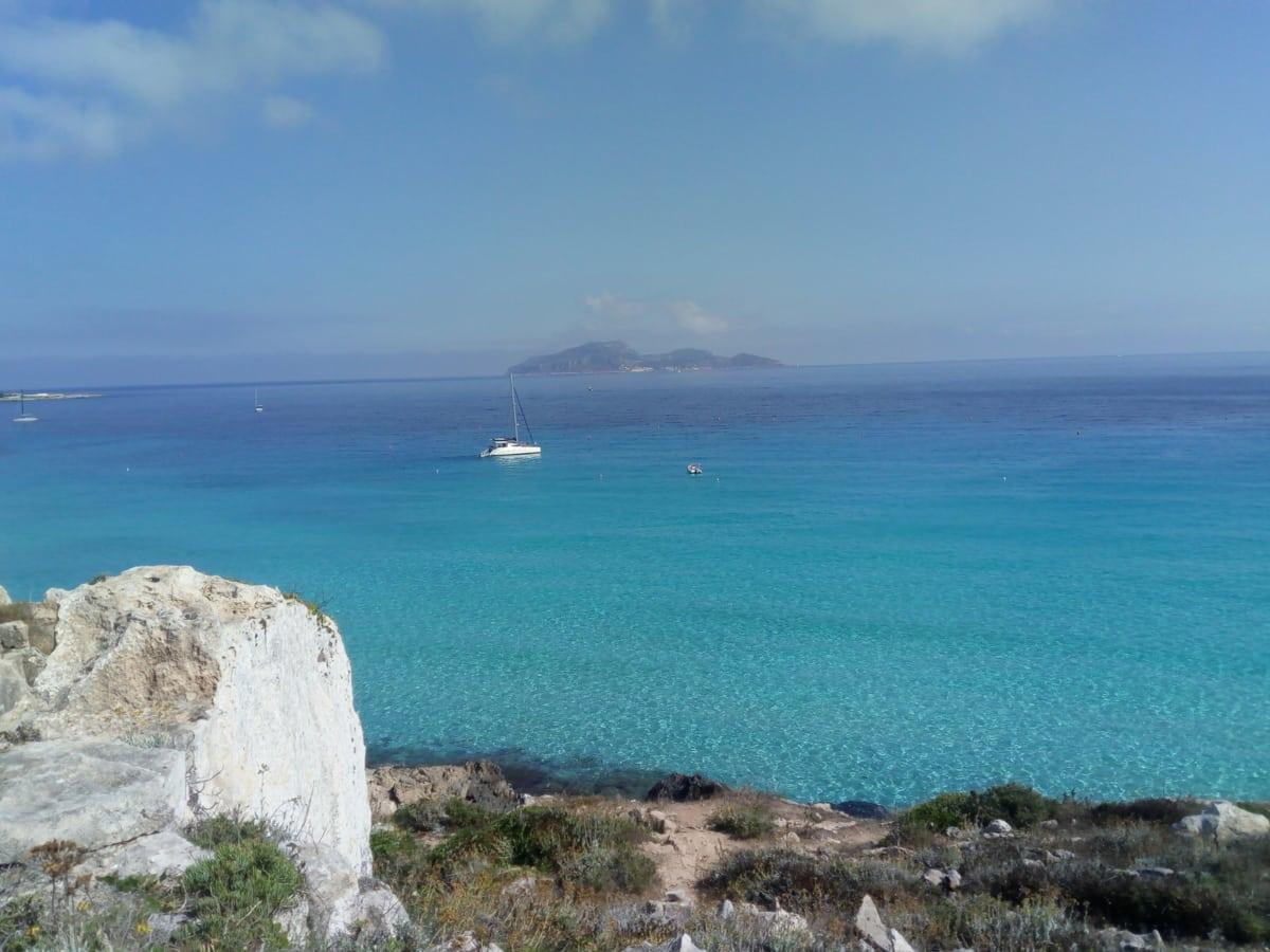 Isola di Levanzo vista da Favignana