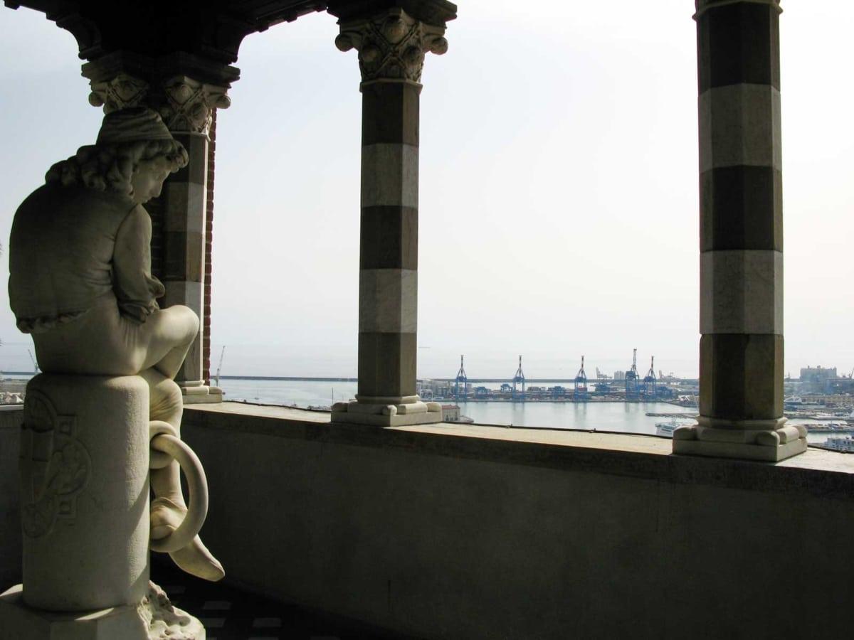 castello d'albertis veranda con statua di Colombo