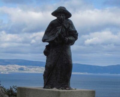 monumento pellegrino finisterre