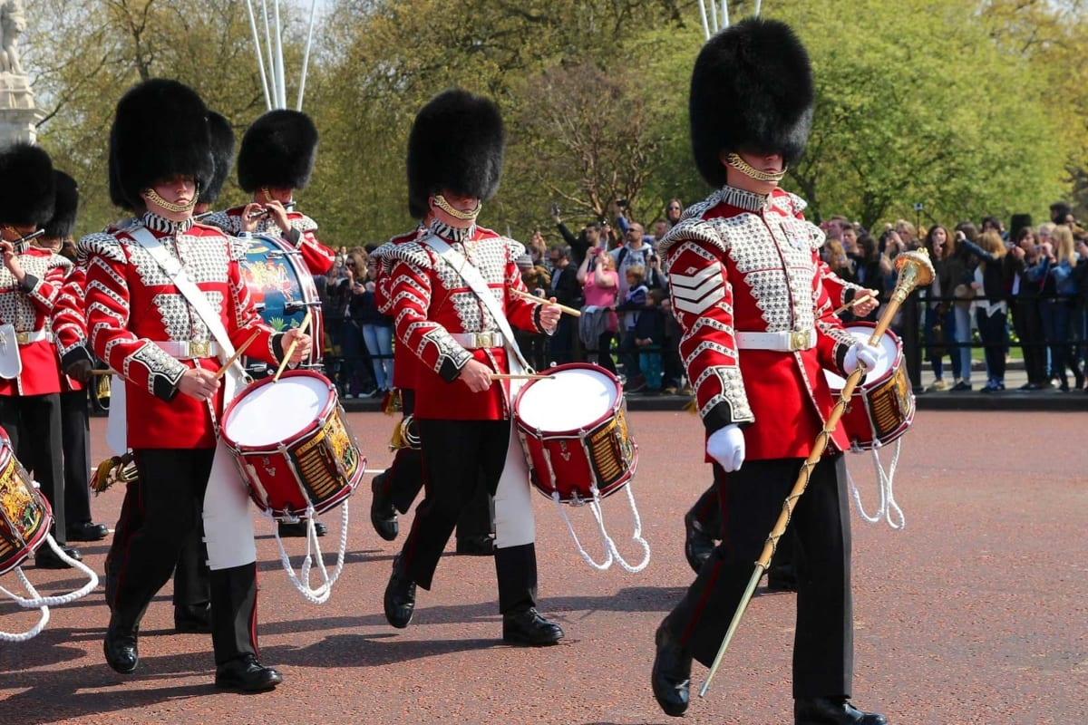 Buckingham Palace - Changing the guard