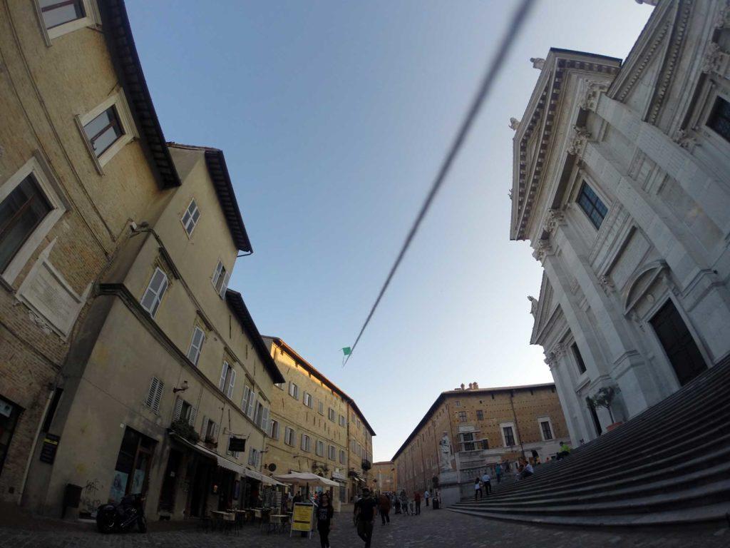duomo di Urbino con aquilone