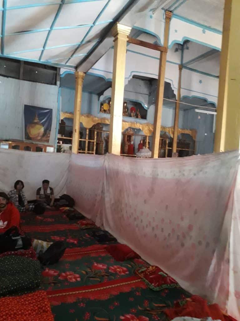 i nostri giacigli nel monastero birmano