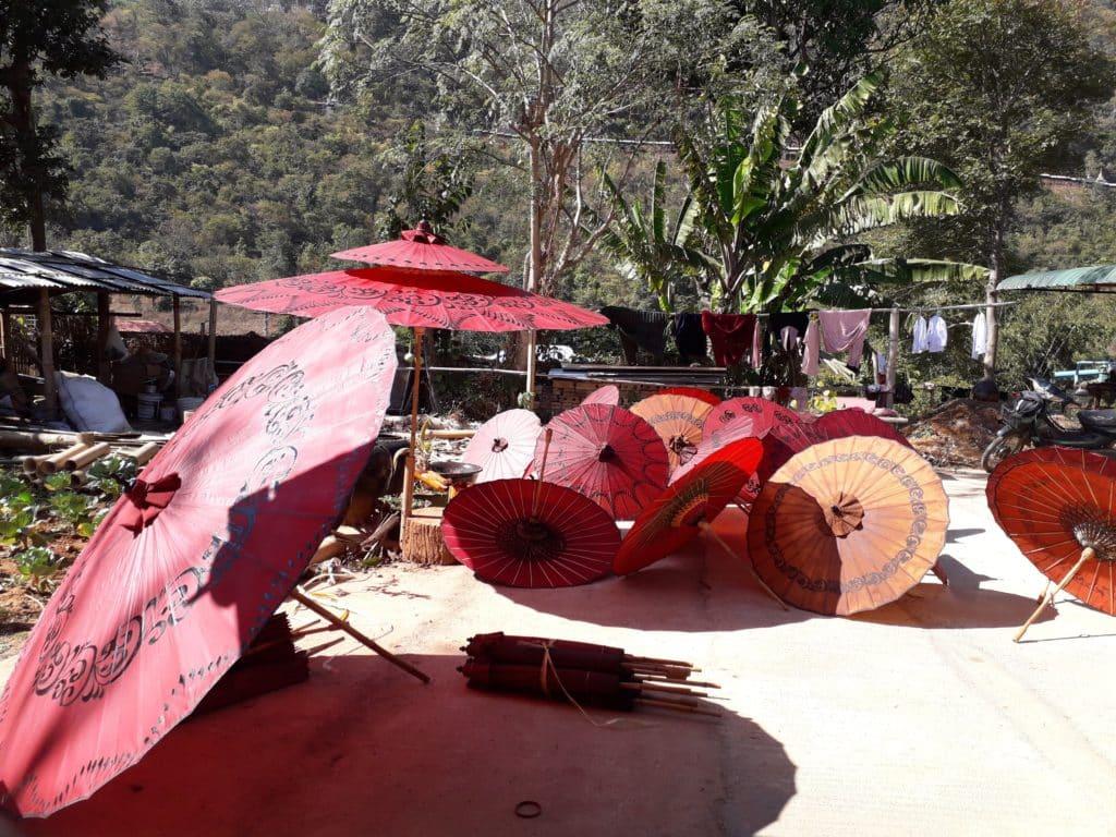 la produzione di ombrelli in Myanmar